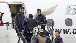 Deportees board Bulgarian plane in Karlsruhe/Baden-Baden bound for Kosovo, 17 Nov 15