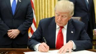 Donald Trump wuxuu go'aansaday inuu dib u rogo siyaasadihii uu ka tagay madaxweynihii ka horeeyay ee Obama