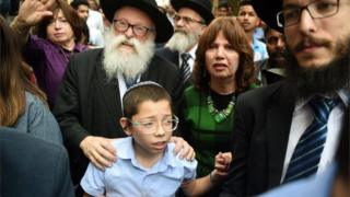 Moshe Holtzberg arrives with his grandparents at Chabad House (16/01/18)