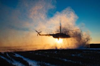 Гелікоптер з Порошенком сідає на гору Карачун, де відбувся запуск відновленої телепередавальної станції, Донецька обл., 5 грудня 2016 року