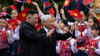 उत्तर कोरिया के नेता किम जोंग उन के साथ वियतनाम के राष्ट्रपति चांग