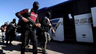 Los rebeldes armados se preparan para evacuar de Homs, el 21 de mayo de 2017.