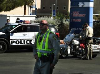 હૉસ્પિટલ પર પોલીસકર્મીઓ