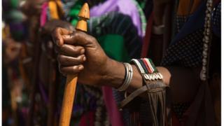 ওরোমো জাতিগোষ্ঠীর নারীরা নিজের রক্ষাকবচ এই লাঠি
