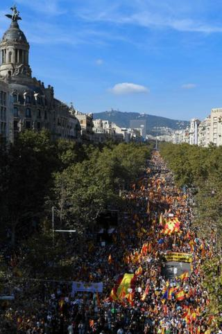 _109423436_057589605-1 Catalonia disaster: 1000's rally in Barcelona for Spanish unity