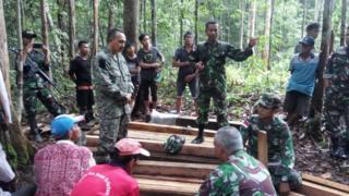 Warga Malaysia dan kayu