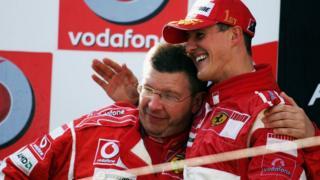 Brawn junto a Schumacher en un podio