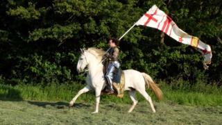 Jason Kingsley y su caballo Warlord