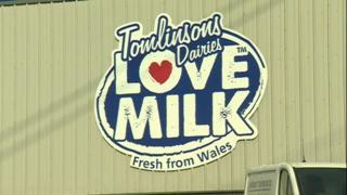 Tomlinsons Dairies sign