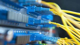 """مجریان """"رزمایش قطع اینترنت"""" در ایران به شرکت های خدمات اینترنت که بیرون از این کشور سرور دارند """"پیشنهاد"""" کرده اند سرورهای خود را به داخل ایران منتقل کنند"""