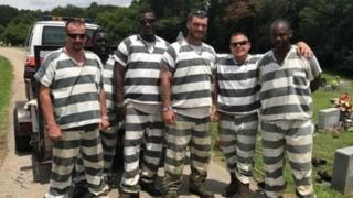 Gardiyanı kurtaran mahkumlar