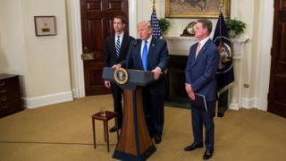 این طرح باید اول در هر دو مجلس کنگره آمریکا رای بیاورد تا رئیسجمهور آن را امضا کند و قانون شود. احتمال میرود در کنگره کسانی از هر دو حزب با آن مخالفت کنند.