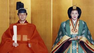 Príncipes japoneses em roupa típica