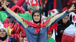 이란에서 1981년 이후 37년간 금지됐던 여성 관중 경기장 출입이 처음 허용됐다