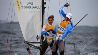 Santiago Lange y Cecilia Carranza celebran su oro en vela