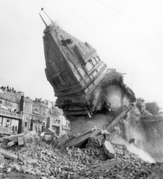 પાકિસ્તાનમાં તોડાયેલાં મંદિરની તસવીર