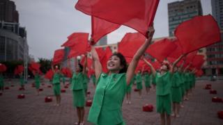 Шествие с флагами в Пхеньяне
