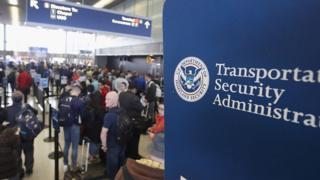 Viajeros entrando en Estados Unidos