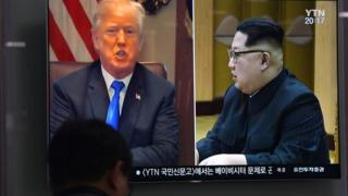 canal de tv mostra imagens de Donald Trump e Kim Jong-un