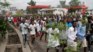 Guhagarika imbuga hwaniro ngo vyoba biri mu ntumbero yo kubuza abatavuga rumwe na leta gutunganya imyiyerekano yo kwiyamiriza Prezida Joseph Kabila