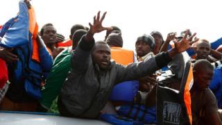 Libya açıklarındaki göçmenler