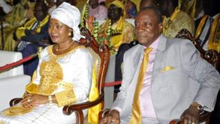 La première dame guinéenne aurait influé sur la décision de faire évacuer la future maman