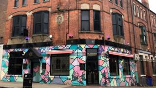 Blossoms bar closed for 'blatantly disregarding' social distancing thumbnail