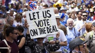 Haziran ayında göstericiler ikinci referandum yapılması çağrısında bulunmuştu.