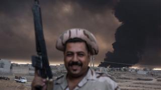 یک سرباز عراقی در نزدیکی قیاره