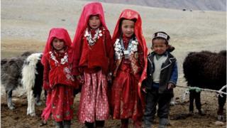 Афганистандагы кыргыздардын турмушу оор, тамак-ашы начар, медициналык тейлөө жок, ошол себептүү өлүм-житим көбөйүп, саны азайып кетип баратат.