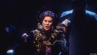 Operska pevačica Elena Obrazcova na sceni