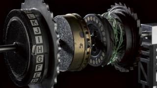 Image of the Enigma machine with an exposed rotor