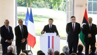 الرئيس الفرنسي إيمانويل ماكرون يعلن تفاصيل اتفاق مصالحة بين رئيس حكومة الوفاق الوطني، فايز السراج، وقائد الجيش الليبي، خليفة حفتر