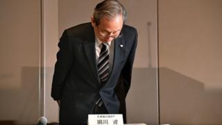 Toshiba president Satoshi Tsunakawa bows