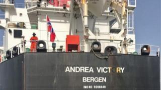 إحدى السفن المتضررة