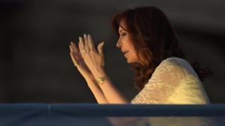 Argentine President Cristina Fernandez de Kirchner gestures to supporters (9 December 2015)