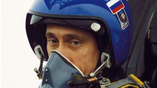 Putin İkinci Çeçenistan Savaşı'nı başlattıktan aylar sonra, Mart 2000'de bölgeye uçtu