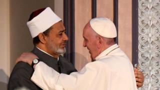 """يقول البابا فرنسيس إن """"الحوار الإسلامي المسيحي هو الطريقة الوحيدة لمجابهة التشدد"""""""