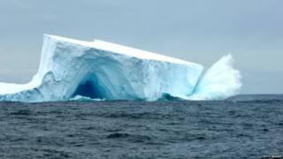 वितळणारा बर्फ