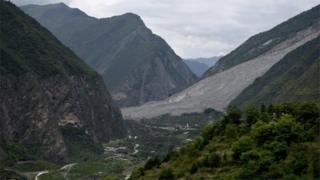 大規模な土砂崩れのあった中国四川省アバ・チベット族チャン族自治州茂県(25日)