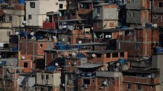Casas no morro Santo Amaro, no Rio de Janeiro