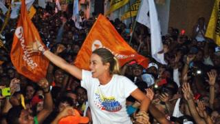Lilian Tintori, wife of jailed Venezuelan opposition leader Leopoldo Lopez greets supporters during a rally in Guarico state on 25 November, 2015.
