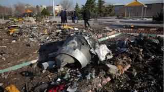 هواپیما در جنوب غربی تهران سقوط کرد