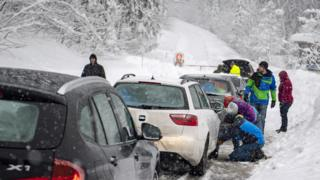 Cars stuck near Untertauern, 7 Jan 19