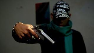 Miembro de una pandilla en Colombia.