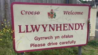 Llwynhendy sign