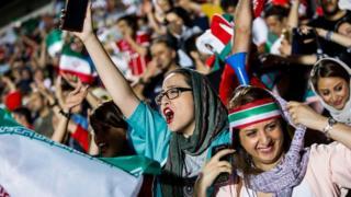فدراسیون بین المللی فوتبال در بیانیهای تاکید کرده که زنان باید اجازه داشته باشند برای تماشای مسابقات فوتبال به استادیومها بروند.