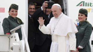 Pope Francis boards plane to Egypt