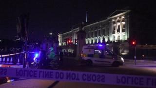پلیس اطراف کاخ باکینگهام مستقر شده است