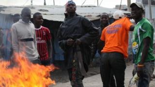 Waandamanaji wa upinzani wamekuwa wakikabiliana na maafisa wa polisi katika mtaa wa mabanda wa Mathare jijini Nairobi